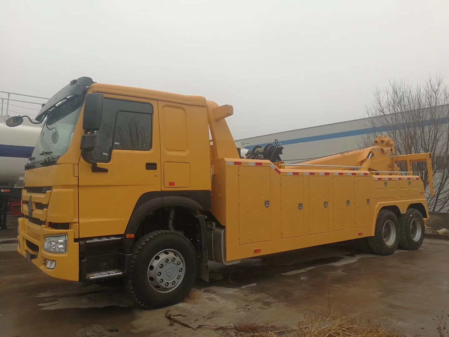 ZZ1257N5847W 6x4 Road Wrecker Truck With HW76 Cabin And ZF Steering